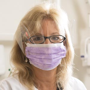 Richmond Earloop Face Masks Case 400505 By Richmond Dental Item No.: Mp-Ric 400505 Category: Protective Apparel :Apparel:Masks Item Description: Earloop Face Mask, Anti-Fluid, Anti-Fog With Shield, Pi